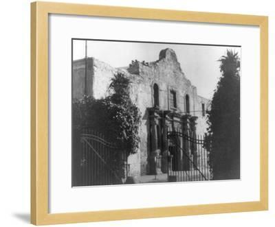 The Alamo in San Antonio, TX Photograph No.2 - San Antonio, TX-Lantern Press-Framed Art Print