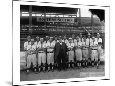 Seattle Giants with Daniel Dugdale Photograph - Seattle, WA-Lantern Press-Mounted Art Print