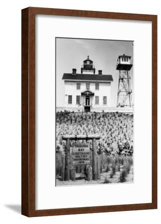 Yaquina Bay Lighthouse Photograph - Yaquina, OR-Lantern Press-Framed Art Print