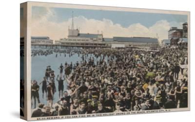 Atlantic City, NJ - Holiday Crowd at the Beach-Lantern Press-Stretched Canvas Print