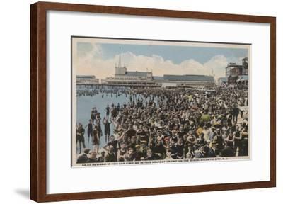 Atlantic City, NJ - Holiday Crowd at the Beach-Lantern Press-Framed Art Print