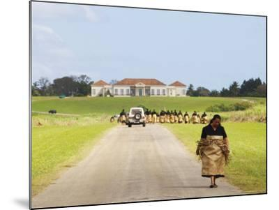 Paying Tribute to the New King of Tonga-Oliver Strewe-Mounted Photographic Print