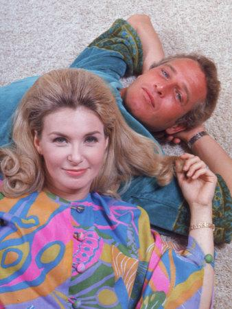 Husband and Wife Actors Paul Newman and Joanne Woodward-Mark Kauffman-Framed Premium Photographic Print
