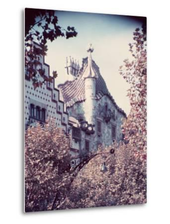 Architecture in Park Guell Designed by Antonio Gaudi-Nat Farbman-Metal Print