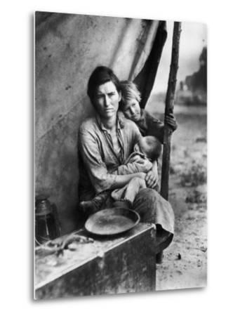 Migrant Mother Florence Thompson and Children Photographed by Dorothea Lange-Dorothea Lange-Metal Print