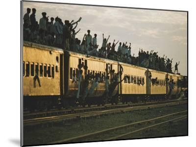 Famine refugees crowd aboard a train bound for the capital, Dacca-Steve Raymer-Mounted Photographic Print