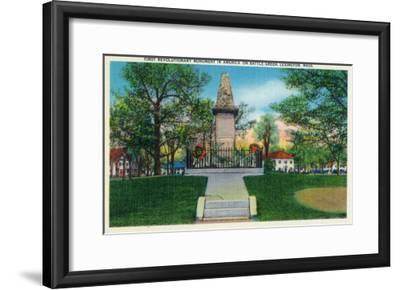 Lexington, Massachusetts - Battle Green Revolutionary Monument (America's First) View, c.1940-Lantern Press-Framed Art Print