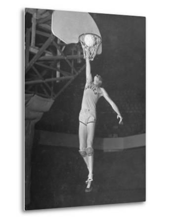 Texas A&M Basketball Player Bob Kurland Reaching to Make a Basket-Myron Davis-Metal Print