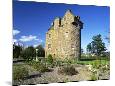Claypotts Castle, Broughty Ferry, Near Dundee, Highlands, Scotland, United Kingdom, Europe-Kathy Collins-Mounted Photographic Print