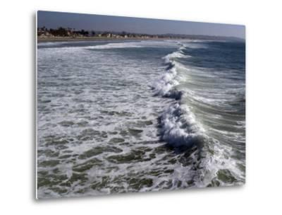 Shoreline with Waves Coming In, Pacific Beach, San Diego, California, USA-Ethel Davies-Metal Print