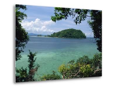 Pulau Mamutik Islands in Tunku Abdul Rahman Park, Sabah, Borneo, Malaysia, Southeast Asia-Robert Francis-Metal Print