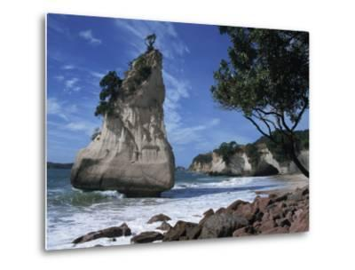 Te Horo Rock, Cathedral Cove, Coromandel Peninsula, North Island, New Zealand, Pacific-Dominic Harcourt-webster-Metal Print