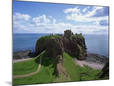 Dunnottar Castle, Near Stonehaven, Highlands, Scotland, United Kingdom, Europe--Mounted Photographic Print