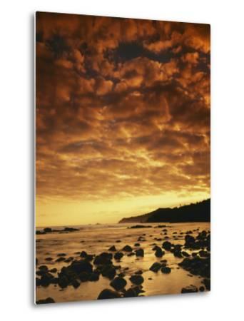Sunrise at Honokohau Bay, Maui, Hawaii, USA-Charles Gurche-Metal Print