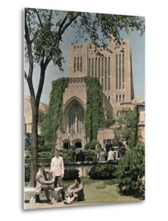 Students Mingle Ouside the Yale University Library-Willard Culver-Metal Print