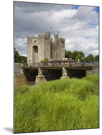 Bunratty Castle, County Clare, Munster, Republic of Ireland, Europe-Richard Cummins-Mounted Photographic Print
