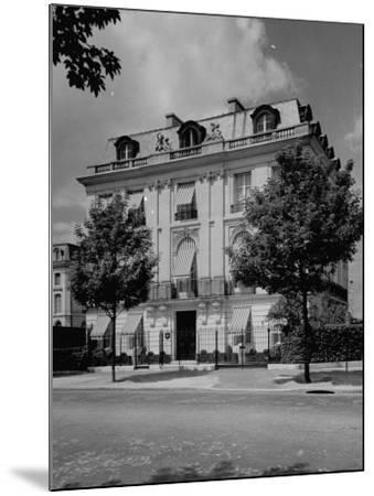 A View Showing the Exterior of the Duke and Duchess of Windsor's New Home-William Vandivert-Mounted Premium Photographic Print