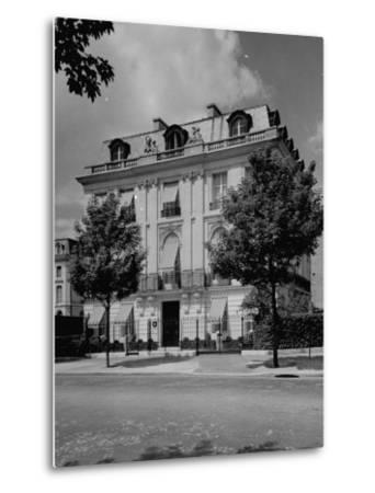 A View Showing the Exterior of the Duke and Duchess of Windsor's New Home-William Vandivert-Metal Print