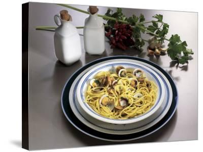 Close-Up of Spaghetti with Clams and Parsley Sauce-G^ Ummarino-Stretched Canvas Print