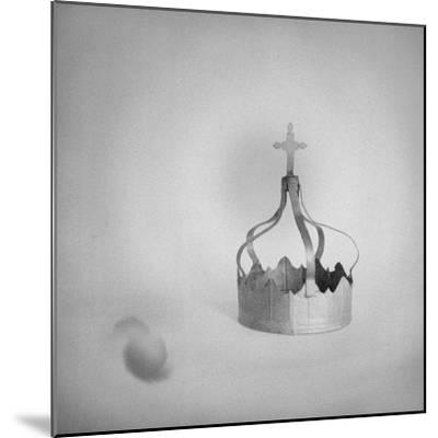 couronne--Mounted Giclee Print