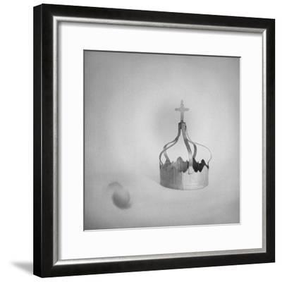 couronne--Framed Giclee Print