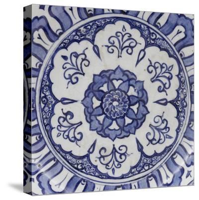 Coupe aux fleurons--Stretched Canvas Print
