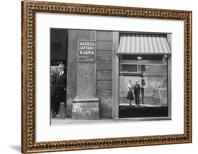 Brassaï et Gilberte à Genova--Framed Giclee Print