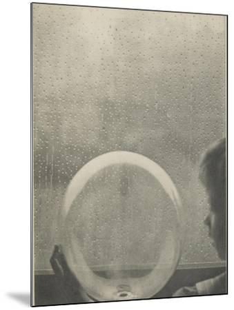 Camera Work, juillet 1908 : Drops of rain-Clarence White-Mounted Giclee Print