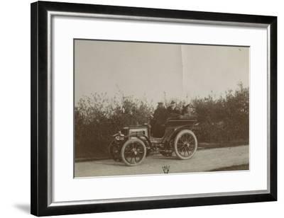 Album photographique : René de Knyff sur sa Panhard-et-Levassor en 1900--Framed Giclee Print
