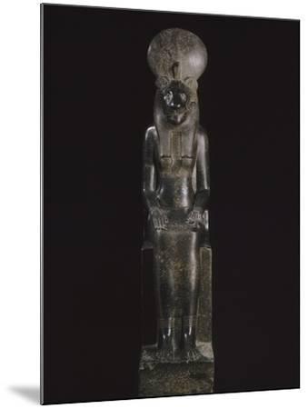 Statue de Sekhmet, déesse à tête de lionne--Mounted Giclee Print