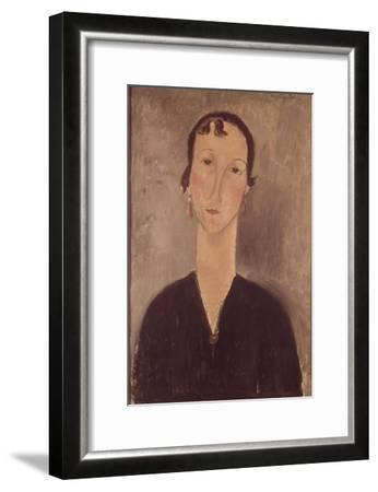 Femme aux boucles d'oreilles-Amedeo Modigliani-Framed Giclee Print