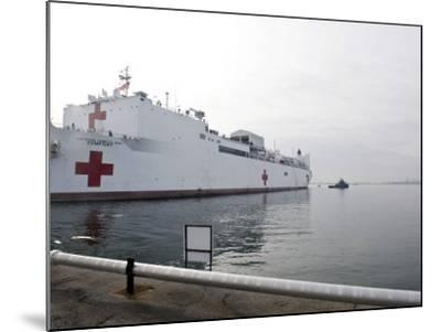 The Military Sealift Command Hospital Ship Usns Comfort Pulls Away from Canton Pier--Mounted Photographic Print