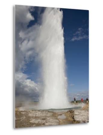 Tourists Watch Strokkur Geyser Erupting, Geysir, Iceland-Don Grall-Metal Print