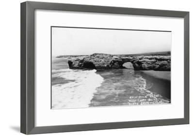 Santa Cruz, California - View of Arch Rock along West Cliff Drive-Lantern Press-Framed Art Print