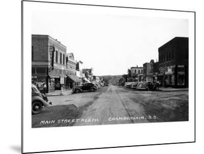 Chamberlain, South Dakota - Northern View up Main Street-Lantern Press-Mounted Art Print