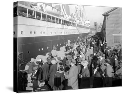 W.H. Alexander Leaving Dock, 1923-Asahel Curtis-Stretched Canvas Print