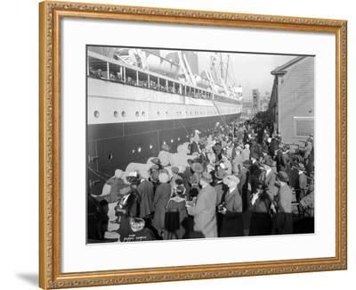 W.H. Alexander Leaving Dock, 1923-Asahel Curtis-Framed Giclee Print