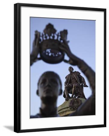 England, Warwickshire, Stratford Upon Avon, Shakespeare Statue-Steve Vidler-Framed Photographic Print