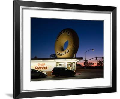 Donut's Shop at Dawn, Randy's Donuts, Inglewood, Los Angeles County, California, USA--Framed Photographic Print
