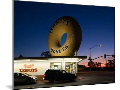 Donut's Shop at Dawn, Randy's Donuts, Inglewood, Los Angeles County, California, USA--Mounted Photographic Print