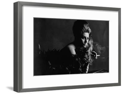 Vogue - November 1962 - Smoky Sophia-Bert Stern-Framed Premium Photographic Print