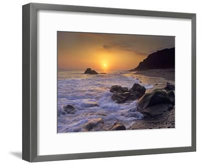 Sunset over Leo Carillo State Beach, Malibu, California-Tim Fitzharris/Minden Pictures-Framed Photographic Print