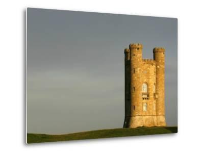 Broadway Tower standing prominently in the Cotswolds-Glyn Thomas-Metal Print