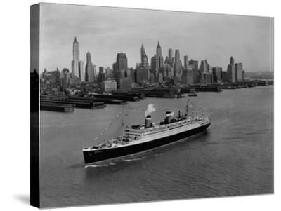 S.S. Washington on the Hudson River--Stretched Canvas Print