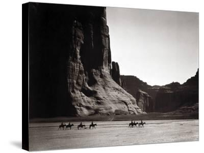Navajos: Canyon De Chelly, 1904-Edward S^ Curtis-Stretched Canvas Print