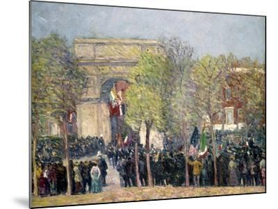 Washington Square, 1918-William James Glackens-Mounted Giclee Print