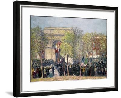 Washington Square, 1918-William James Glackens-Framed Giclee Print