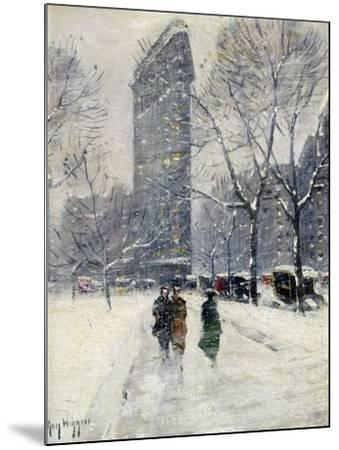 New York: Flatiron, 1919-Guy Wiggins-Mounted Giclee Print