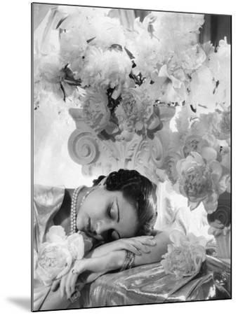 Vogue - July 1935 - Princess Karam of Kapurthala-Cecil Beaton-Mounted Premium Photographic Print