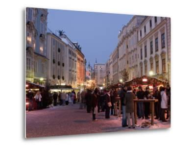 Stalls and People at Christmas Market, Stadtplatz, Steyr, Oberosterreich (Upper Austria)-Richard Nebesky-Metal Print